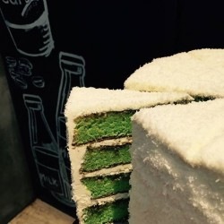 One Raffles Place: Coffee Break w/ a Slice of Three Cups Coffee Co's Onde Cake --- SG50 Weekend