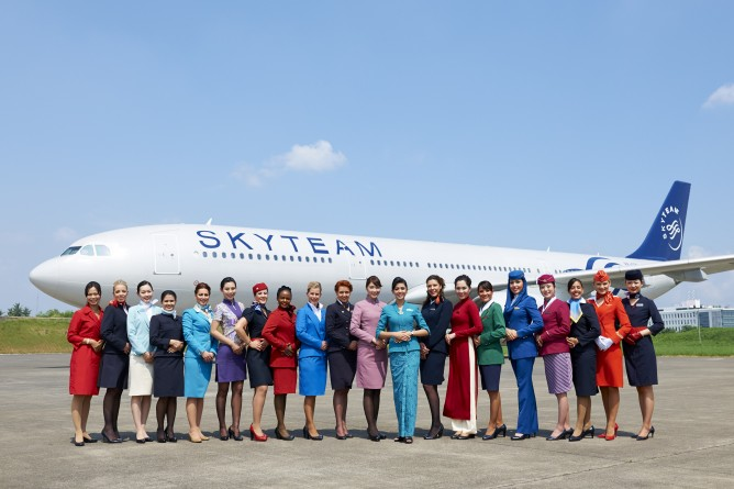 2014 SkyTeam flight attendants