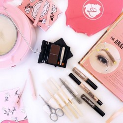 Benefit Cosmetics: 1-for-1 Brow Waxing+receive FREE Benefit Bubble Umbrella when spend min. of $100