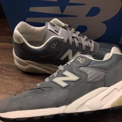 [Limited Edt Chamber] Forever a favorite within the New Balance retro runner line, the MT580 is back this winter in its original construction,