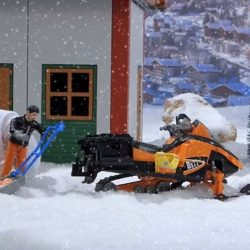 [The Collector] Celebrate a Snowy White Christmas with Bruder.  Bruder 63100 Snowmobil with driver, akia rescue sledge and skier.Highlightsautomotive body: -