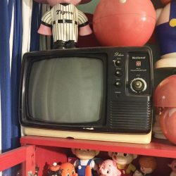 [The Little Drom Store] Anyone interested in a vintage TV? We have one for sale, don't think it's working though, more for