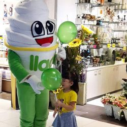 [llaollao Singapore] Spot our #llaomascot this weekend and take a picture with it! 3 lucky winners gets $10 llaollao vouchers each from