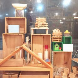 [The Little Drom Store] We've got some wooden crates, random containers and misc stuff for sale at $2 ~ $10. #closingsale