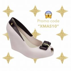 [Melissa] It's finally Christmas! Are you having a lazy Xmas Sunday at home? Then get clicking! Shop with the promo