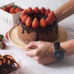 [H2 Hub] Never underestimate the power of dessert. Image via @_eddy_wang_ Grab this beautiful timepiece at H2hub outlet, your most trusted watch