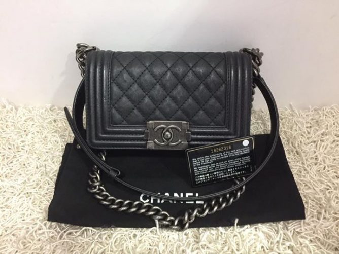 Brand Model Chanel Le Boy Flap Small Bag Price 4750 Rp 5800 Item Code Fe8978c Fe50rd 3c Call 62352628 Chee Wah At Far East Plaza
