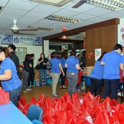 [Tampines 1] This Chinese New Year season, AsiaMalls partnered with Food from the Heart (Singapore) to give away Chinese New Year goodies
