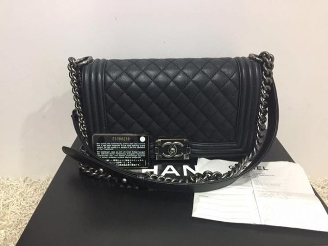 Brand Model Chanel A67086 Le Boy Medium Flap Bag Price 5350 Rp 6210 Item Code Fe9016c Fe24rp 2c Call 62352628 Chee Wah At Far East Plaza
