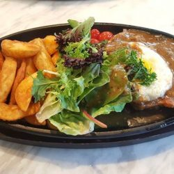 [Gain City] This hotplate chicken chop easily counts as one of our favourite dishes here. It arrives in a sizzling pan amidst