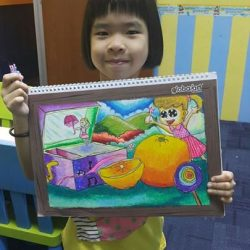 [Global Art Kallang] Wen xuan (8 years old),our student from kovan! Look how happy  she is after she complete her drawing ~ She