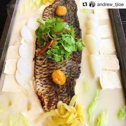 [Tung Lok Seafood] Repost @andrew_tjioe ・・・ This collagen-rich and Super delicious Binchotan grilled barramundi with Superlative stock will surely delight you.#yumm #hotplate #