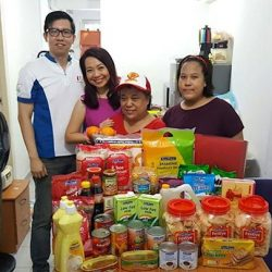 [NTUC FairPrice] Congratulations to Mdm Elizabeth Wong for winning a #FPCNY2017 house visit from Mediacorp LOVE 97.2FM's Violet Fenying 陈粉樱! We