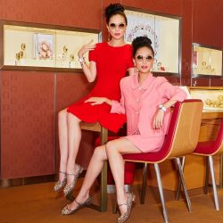 [Marina Bay Sands] Now THIS is what I call twinning in style! Who will you be twinning with this CNY? 💋 Shoppes Stylisthttp://