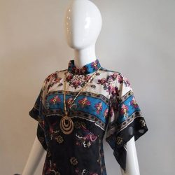 [Déjà Vu Vintage] Make this Anna Sui mandarin collar scarf dress a unique addition to your cheongsam collection! More designer labels at up