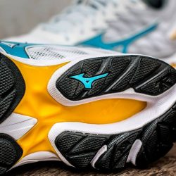 [World of Sports] Mizuno Rider 20 features the CloudWave technology for reduced heel impact. From now till 28 February, get $50 off your