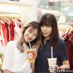 [L'zzie] Good things come in pairs! Shop at our retail shops now to enjoy 2 free Gongcha drinks on us! ♡。゚.(*♡´◡` 人´◡` ♡*)゚♡ °・Who