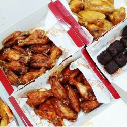[Wing Zone Singapore] If you are: 1) Single, or 2) Attached but ain't gonna blow your wallet with an overpriced V-Day