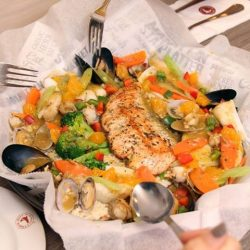[The Manhattan FISH MARKET Singapore] Salmon is one of the best sources for omega-3 fatty acids which are necessary for good health.Don't