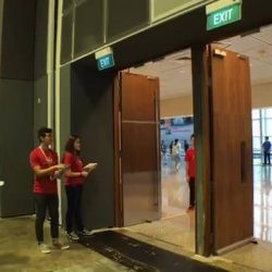 [Singtel] It's day 3 of IT Show 2017 and Lobang King Andrew is back to bring you the best deals.