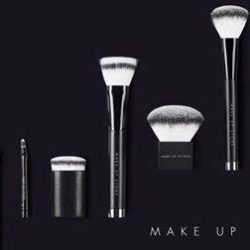 [MAKE UP STORE] All our makeup brushes are cruelty-free and made from high-quality, synthetic materials.