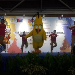 [WTS TRAVEL] Catch Chuck from Angry Birds Activity Park Johor Bahru performance on stage at The Travel Malaysia Fair 2017 today and