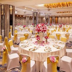 [THE CHINESE WEDDING SHOP] Hilton Wedding ShowcaseDate:Sundays, 30 April 2017 Time:11:00am - 5:00pm Venue:Grand Ballroom, Level 3 Admission:Free