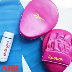 [AIBI] Reebok Hook & Jab Pads are made from high quality PU finish and durable strike area which is the perfect accessory