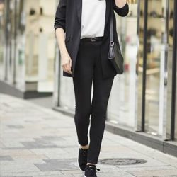 [Uniqlo Singapore] Slim and stretchy, these pants are wardrobe basics that you can wear almost anywhere.