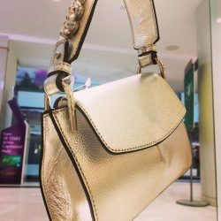 [Gracious Aires] Get this small sized Taylor Shoulder Bag.