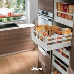 [Blum & Co] Practical Blum solution: SPACE TOWERThe larder pull-out unit can be accessed with ease and offers plenty of storage