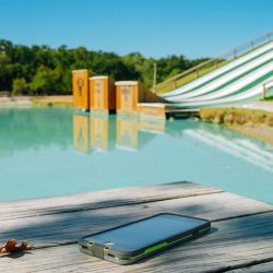 [Nübox] Summer-living means enjoying yourselves in the swimming pool with LifeProof FRĒ!