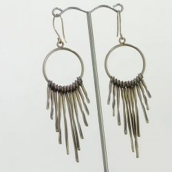 [Excluniqueeee] Dazzle everyone when yo get these alluring silver dangle earrings!
