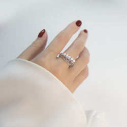 [Lee Hwa Jewellery] Featuring white and rose gold with our scintillating ideal-cut Destinée diamonds, our Destinée Odyssey Ring is a
