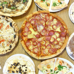 [District 10 Bar & Grill] Get your 1-for-1 pizza with Deliveroo till Sunday only!