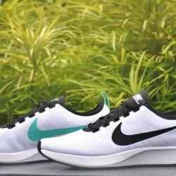 [SOLECASE] Inspired by iconic race-day flats, the Nike Dualtone Racer Men's Shoe fits closely to your foot for a