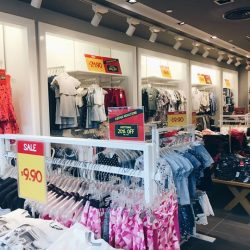[Fox Fashion Singapore] Hands up, who loves a good bargain?