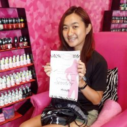 [Pink Parlour] She is brave enough to survive her first and receive her certificate at @jurongpoint .