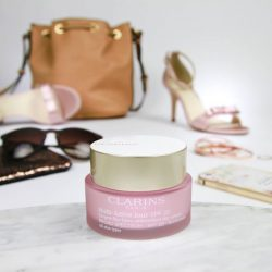 [Clarins] Add the NEW Multi-Active Day cream to your weekend must-haves for a radiant, youthful day ahead!