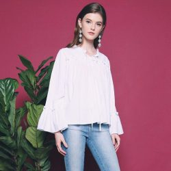 [Hollyhoque] For girly dates, shopping trips and everything in between, go with the Birdie Ruffles Blouse.