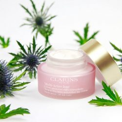 [Clarins] Encapsulated teasel extracts acts like an energizing battery at the heart of the skin.