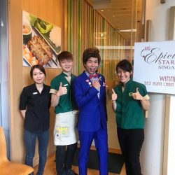 [Wraps & Rolls] Star appearance of Chua En Lai at Wrap & Roll The Star Vista today promoting healthy eating!