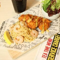 [The Manhattan FISH MARKET Singapore] Get your big break with a Chicky Prawnstar!