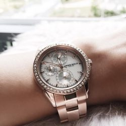 [H2 Hub] Elevate your daily fashion to the next level with Aries Gold's rose-gold timepiece, bejewelled by a series of