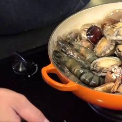 [Le Creuset] How about a easy-peasy 20-minute seafood indulgence?