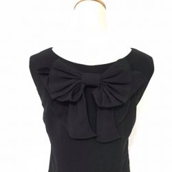 [Que Sera] First up of our ribbon LBD range is this back bow shift dress.