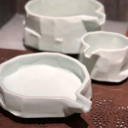 [Spin] Green White Free Cut Bowls With Nozzle