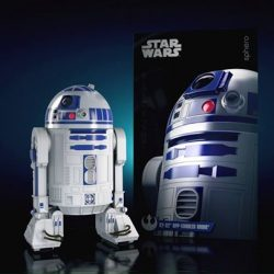 [Hamleys of London] R2-D2 is a skilled starship mechanic and fighter pilot's assistant with many features to interact with and explore.