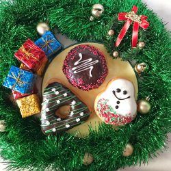 [Dunkin' Donuts Singapore] Christmas is definitely in the air when you bring some Dunkin' to share.