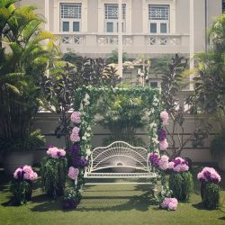 [LA BELLE] If you are a fan of garden weddings, this hotel has plentiful of gorgeous venues to offer.